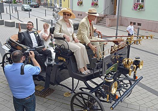 Hochzeitspaar Jessica Sebastian Aaaglander Motorkutsche